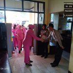 Ketua Bhayangkari Daerah Kaltara Kunjungi Anak Didik Rumah Belajar Nur Hikmah Polsek KSKP