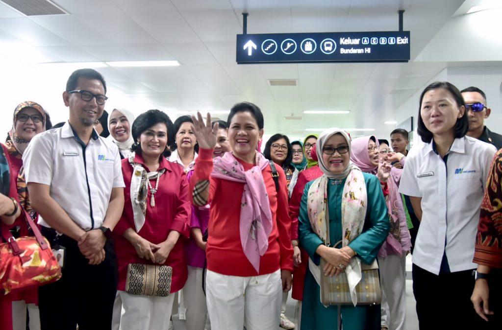 Ibu Negara Jajal MRT Jakarta