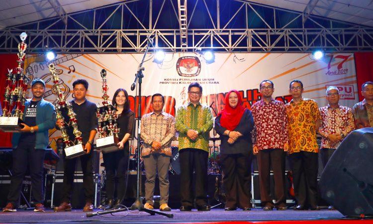 PEMILU BERDAULAT : Gubernur Kaltara Dr. H. Irianto Lambrie saat menghadiri acara 'Konser Musik Pemilu Berdaulat, Negara Kuat' di Lapangan Agatish Tanjung Selor, Sabtu (6/4) malam.