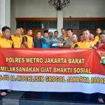 Personil Polsek Tanjung Duren Lakukan Bakti Sosial di Masjid Agung Al Muchlisin Grogol