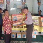 Bakti Sosial di Masjid Jami Baitussalam, Polsek Tanjung Duren Serahkan Bantuan