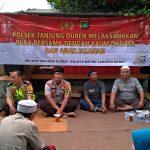 Jelang Buka Puasa, Polsek Tanjung Duren Bagikan Takjil Kepada Pengendara