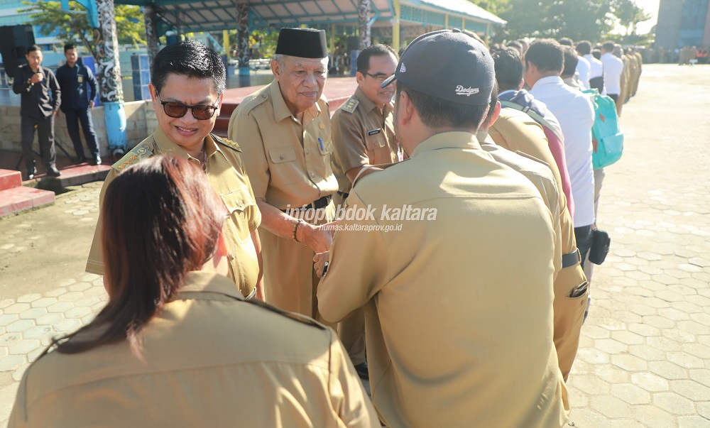 Gubernur Pimpin Apel di Hari Pertama Kerja Pasca Cuti Bersama Idulfitri