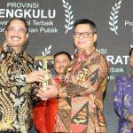 PROVINSI TERBAIK : Gubernur Kaltara, Dr H Irianto Lambrie Menerima Penghargaan IAI 2019 Kategori Platinum Untuk Provinsi Kecil di Bidang Infrastruktur di Ballroom Hotel Pullman, Jakarta, Selasa (23/7) malam