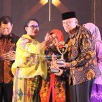 Wagub Kaltara H Udin Hianggio Mewakili Gubernur Kaltara Dr H Irianto Lambrie Menerima Penghargaan KLA 2019 Kategori Sekolah Ramah Anak dari KPPPA, Selasa (23/7) malam
