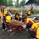 HUT Bhayangkara Ke 73, Polres Sinjai bersama Bhayangkari Gelar Kerja Bakti di Makam Pahlawan