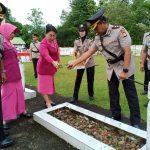 Polres Sinjai Gelar Upacara, Ziarah dan Tabur Bunga Di Taman Makam Pahlawan dalam Rangkaian HUT Bhayangkara Ke 73 tahun