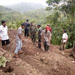Masyarakat Bersama TNI Antusias Kerja Sama Bantu TNI Dalam Pra TMMD
