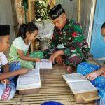 Ditengah Kesibukan Mengerjakan TMMD KE - 105 Personil Kodim 1404 Pinrang Ajar Anak Mengaji