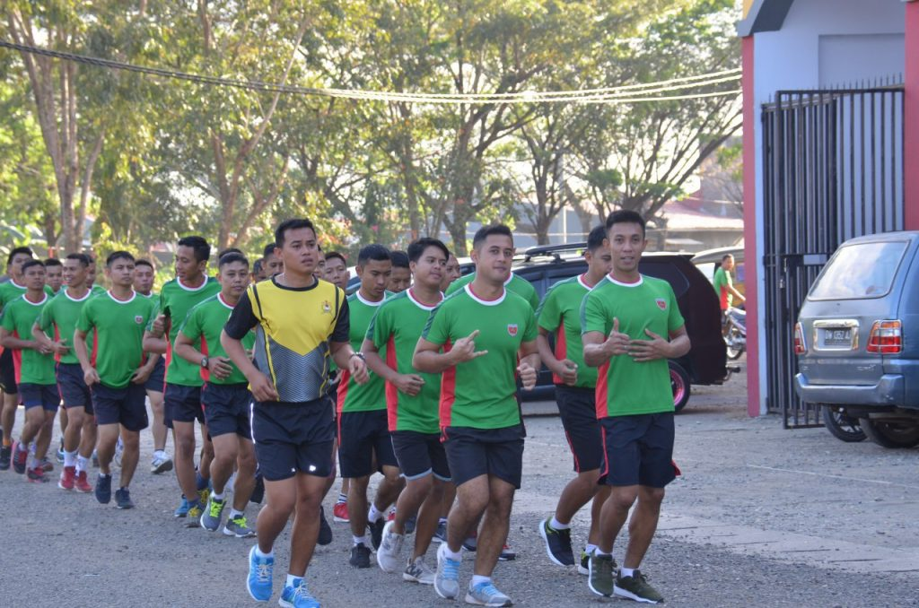 Personel Korem 141 TP Melaksanakan  Olahraga Bersama Rutin