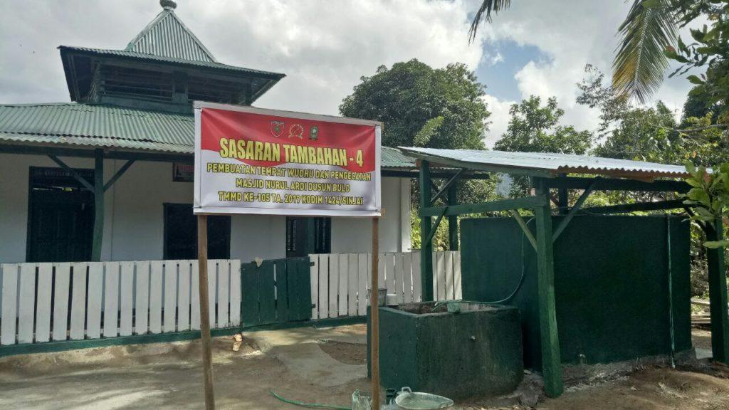 Tokoh Agama Tompobullu Apresiasi Program Satgas TMMD 105 Kodim 1424/Sinjai Pengecetan Masjid
