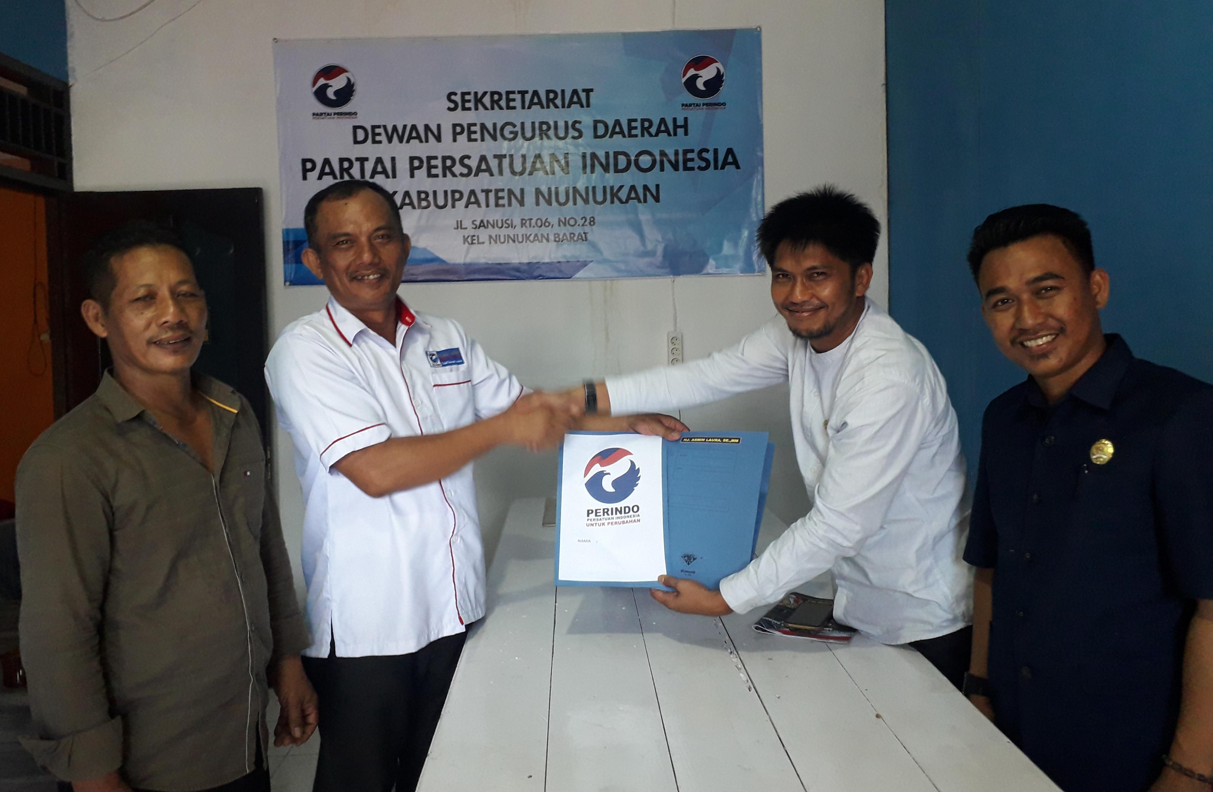 Ahmad Triadi Dan Hamsing Kembalikan Berkas Bakal Cabub Nunukan Untuk Laura Hafid di Perindo