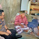 Kapolres Bone Berinisiatif Memberikan Hadia Perahu Sampan Kepada Kakek Baco