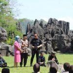 Personil Polres Maros Ikuti Tauziah Da'i Kondang Ustadz Maulana