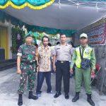 Tanggung jawab keamanan wilayahnya Babinsa Koramil 04/ Jebres Amankan Perayaan Natal 2019