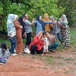 Mantap !!! Ika 93 SMP negeri 4 Watampone Jalin hubungan kekeluargaan Sampai di kebun Durian
