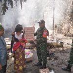 Plh Danramil Hambawang Serahkan Bantuan kepada warga Korban musibah kebakaran