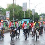 Hujan gerimis Tak Surutkan Dandim 1407/Bone, Bersama Personelnya  Bersepeda keliling kota Watampone tempuh jarak 15000 meter