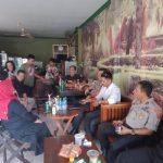 Kapolres Bone AKBP I Made Ary Pradana Sik MH Ngopi bareng Aktivis Dan media Diwarkop 23