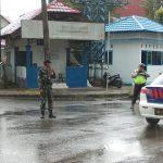 Babinsa Hambawang Bantu Polri PAM Route ibu Kapolda Kalsel
