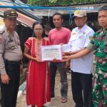 Kapolsek pulau 9 dampingi layanan Aktif BAZNAS Sinjai salurkan bantuan ke korban bencana Angin puting Beliung