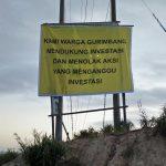Spanduk Dukungan Untuk PT Berau Coal Sepihak Dari Segelintir Orang Yang Mengatas Namakan Warga Gurimbang