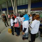 Babinsa Koramil 0911-01/Nunukan Sertu Mukhsin Bersama Satgas Deportasi TKI Kabupaten Nunukan Mendata TKI Ilegal Dari Malaysia