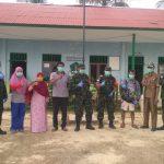 Babinsa Koramil 0911-02/Sbt Melaksanakan Penyemprotan Disinfektan Terhadap Fasilitas Umum Daerah Binaan