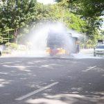 Jalan Raya Makassar Rutin disemprot desinfektan Oleh Sat Sabhara Polda Sulsel , Cegah Covid-19