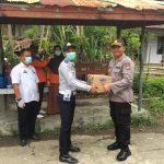 Kapolres AKBP Iwan Irmawan S.Ik ,beri bingkisan saat kunjungi posko terpadu Covid-19 ,di Sinjai Utara  Wilkum Polres Sinjai