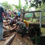 Perbaiki Jembatan Putus,Harapan Warga Desa Binusan Tersambung Kembali