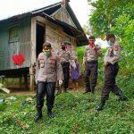 Kapolres Sinjai berikan Bantuan Sembako ke warga kurang mampu Secara door to door ditengah Wabah Covid-19