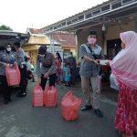 Polres Bone berbagi 200 kotak nasi Buka puasa ke warga Masumpu I dan II dihari ke 12 Ramadhan