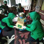 Ketua Persit KCK Cab XXV kodim 1407/Bone Peduli ,kembali serahkan Bantuan sembako ke warga kurang mampu