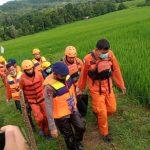 *Tim SAR Yon C Pelopor Bersama SAR Gabungan, Berhasil Evakuasi Bocah Hanyut di Sungai Rappa*