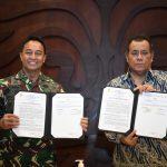 Kepala Staf Angkatan Darat dan Rektor Universitas Indonesia Tanda Tangani Perjanjian Kerja sama Program Pasca Sarjana dan Pelibatan Mahasiswa UI dalam Kegiatan TNI Manunggal Membangun Desa (TMMD).