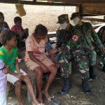 Tetap Jalin Keharmonisan Satgas Raider 300 Berikan Pelayanan Kesehatan