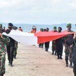*Brimob Yon C Pelopor Ikut Dalam Pembentangan Bendera Merah Putih di Gusung Tangkulara*
