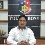 Kasat Reskrim polres Bone Bersama Team Amankan Terduga pelaku penganiayaan Penikaman Pemuda  warga Carigading, Walaupun sempat di Kepung Massa*