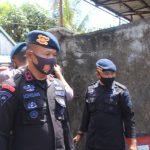 Bentuk kepedulian terhadap Korban ,Batalyon C Pelopor Bone , bersihkan Puing puing Rumah sisa kebakaran di jln Sukawati