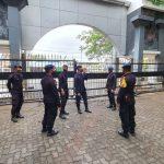 Batalyon C Pelopor Amankan Kantor Gubernur Sulsel Saat Demo Penolakan UU Cipta Kerja Terjadi