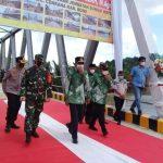 Gubernur Sulawesi Selatan Ir HM.Nurdin Abdullah M.Ag Resmikan Jembatan Watu Cenrana Akhiri kunjungan di kab Bone