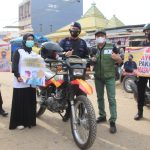 Danyon C Pelopor Terjun Langsung Bagikan Masker Bersama DPD JOIN Kabupaten Bone