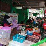 Danramil Sebatik Pimpin Penerapan PPKM Di Sebatik Tengah Dengan Bagikan Masker dan Hand Sanitizer