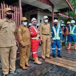 Pemancangan Tiang Pertama Pembangunan Lapangan Yos Sudarso Agats, Oleh Wakil Bupati Asmat THOMAS EPPE SAFANPO.