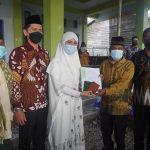Bupati Nunukan Serahkan 35 Buku Nikah Saat Safari Ramadhan