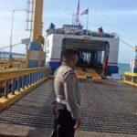 Hanya Satu kapal Ferry Ro Ro yang operasi Pelabuhan Bajoe tampak sepi dihari kedua Idhul Fitri, dampak Larangan mudik cegah mutasi Covid-19