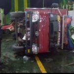 Ngeri ! ! !Cuaca Buruk  di teluk Bone  Truk  Terguling dan Terbalik Dalam Kapal Fery Kmp Kota Muna saat pelayaran dari Kolaka ke Bajoe