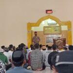 Beri Siraman Qholbu Khutbah Jumat Polisi Santri Polres Bone di Mesjid Pattiro Bajo Menyentuh Seluruh Jamaah.