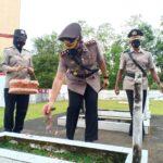 Kapolres Sinjai AKBP Iwan Irmawan S.Ik Ziarah Rombongan ke TMP dalam Rangkaian Peringatan hari Bhayangkara ke 75